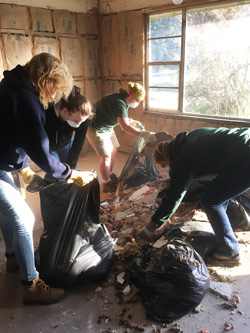 Sarah Sutton and Newman House students volunteer in Baton Rouge, La.