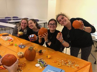 Left to Right: Hannah Reichelscheimer (Treasurer), Jessica Greenwald (Programming Chair), Rachel Anszelowicz (President), Randi Traison (Vice President) Not pictured: Paige Friedman (Outreach Chair). E-board members carving pumpkins at their latest event PUMP-kin spiced lattes, where they drank coffee, decorated insulin pump supplies, and carved pumpkins.