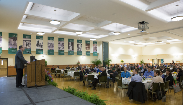 Raymond G. Russolillo '80, Alumni Association president, speaks to the more than 200 attendees of the Alumni Leaders Conference at the Mandela Room on April 27.
