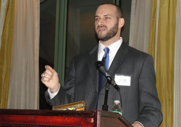 Scott Krug '96, chief financial officer and vice president of financial operations for the New York Yankees, speaks at a School of Management alumni networking event on March 20.