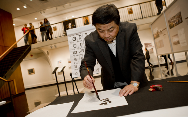 Harrison Xinshi Tu '90 presents a Chinese calligraphy demonstration at the University Art Museum during Family Weekend on Oct. 27.