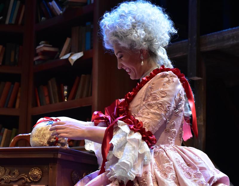 Amelia Pena as Marie Antoinette