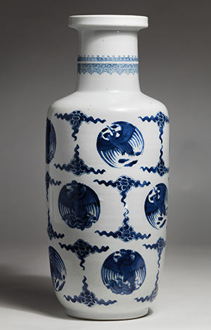 A Chinese porcelain rouleau vase from the 1661-1722 period of the Qing Dynasty is on display at
