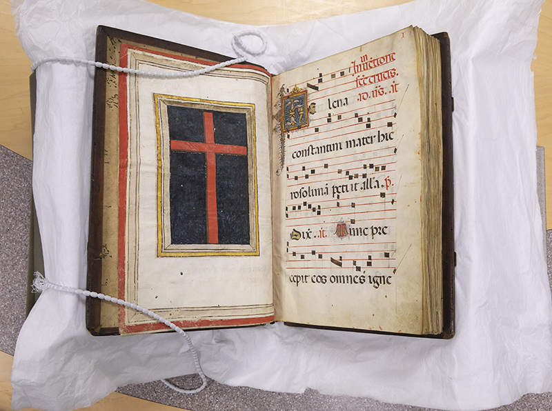 The Gradual of La Crocetta features a full-page illuminated red cross on a black background.