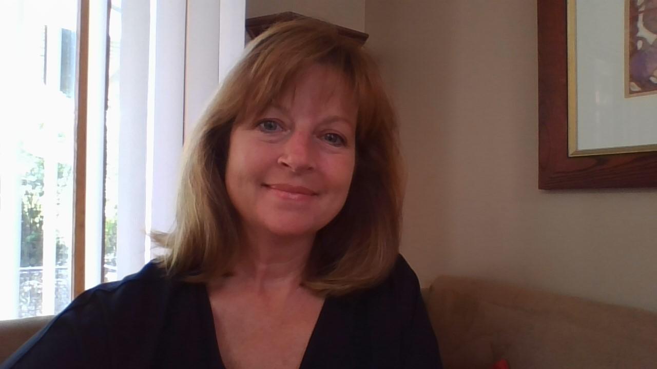 Art and design major Cindy Knickerbocker