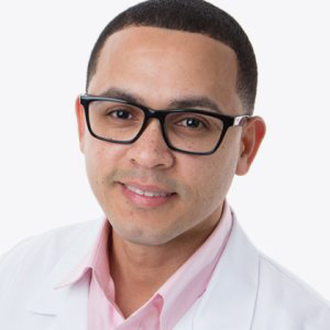 Edwin Torres is a Decker alumnus and current doctoral student. He also serves as the alumni mentor for Decker's Mary E. Mahoney Nursing Support Group, which assists undergraduate nursing students, particularly those from underrepresented groups.