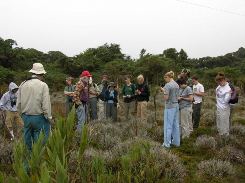 Professor Dick Andrus discusses his favorite topic -- sphagnum moss -- with students in Costa Rica.