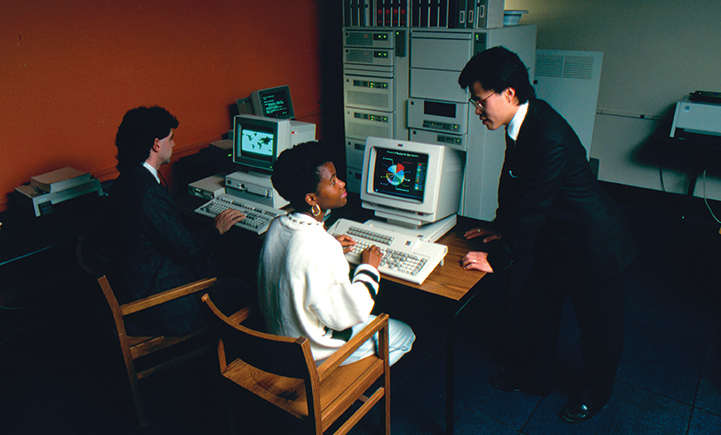 SOM students on computers in 1990