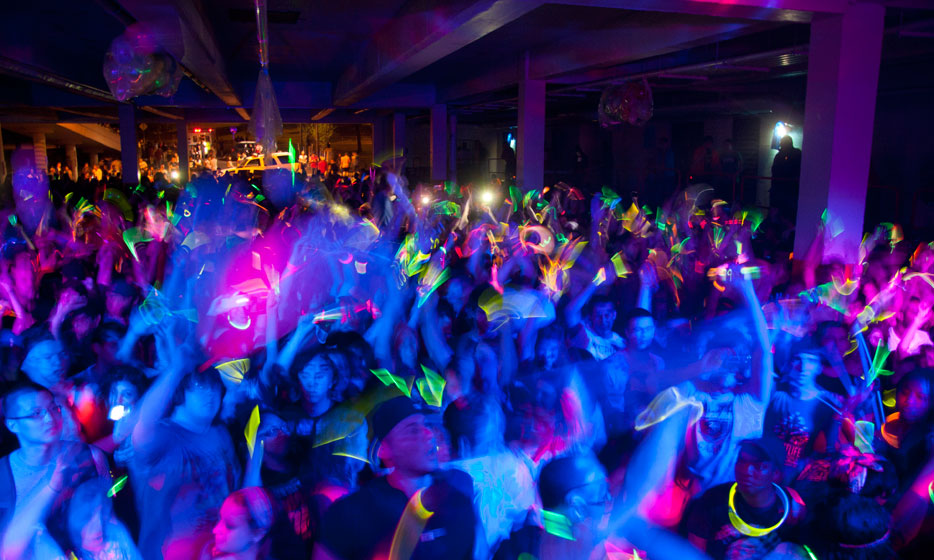 a book report about rave scene and ecstasy The 2000 monitoring the future study reports that past-year use of ecstasy by 8th   club drugs in the media in movies and on television music lyrics books   abuse and trafficking is expanding, no longer confined to the rave scene.